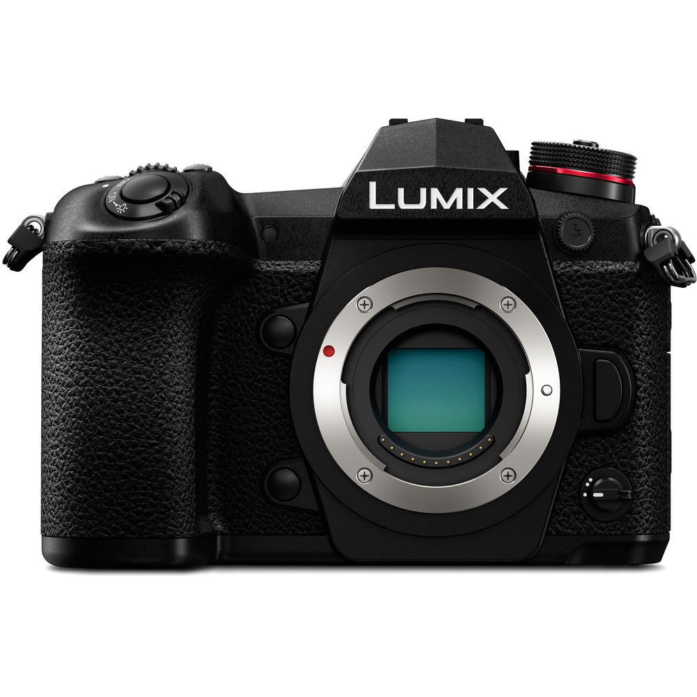 The Panasonic Lumix G9 does not have a built-in flash.