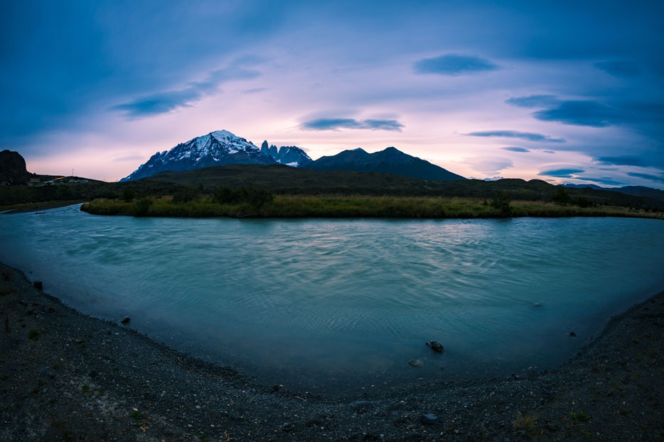 By placing the horizon in the center of the photo, the fisheye effect of the Nikkor 8-15mm is minimized.