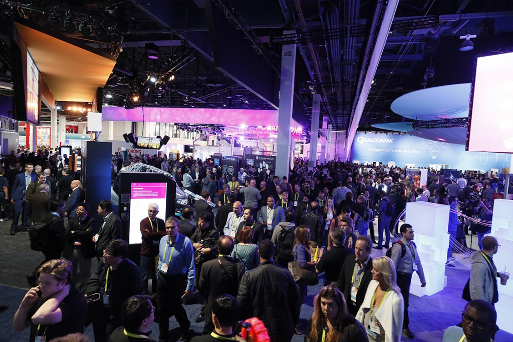 The exhibiton space at CES 2017 was packed with visitors. (CES 2017)