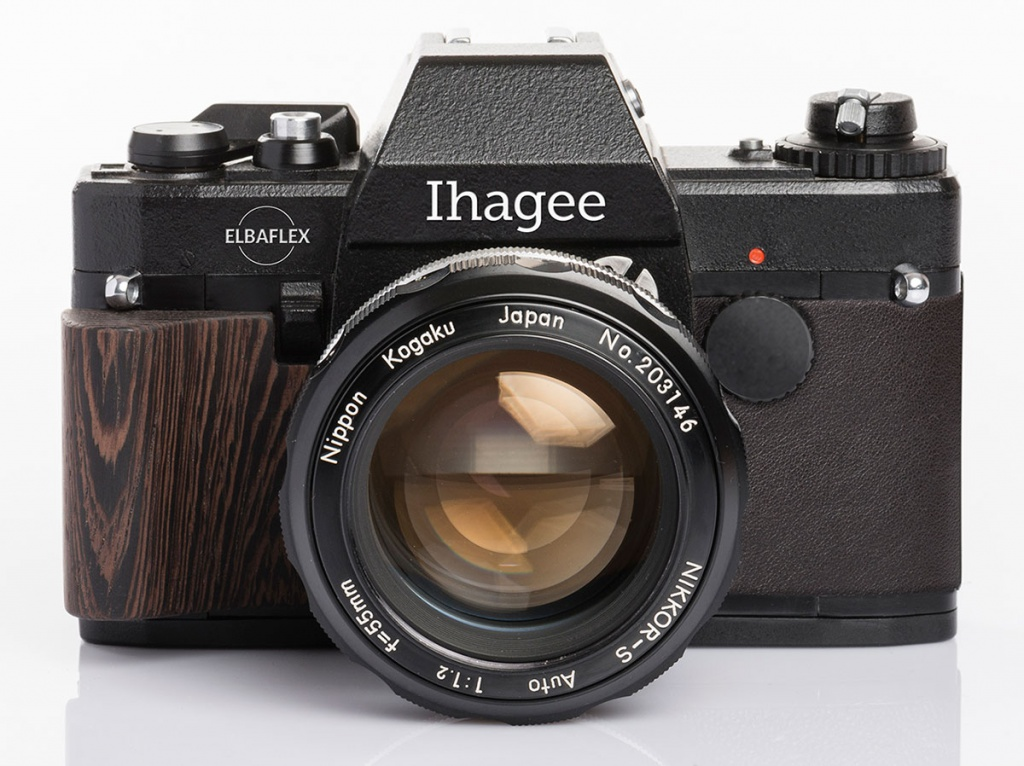 The Ihagee Elbaflex uses a Nikon F mount. The camera does not have a built-in light meter.