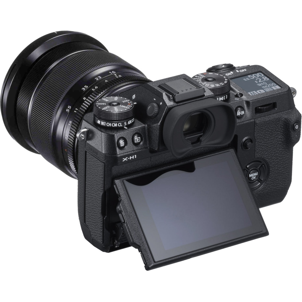 The tilting LCD of the Fujifilm X-H1.