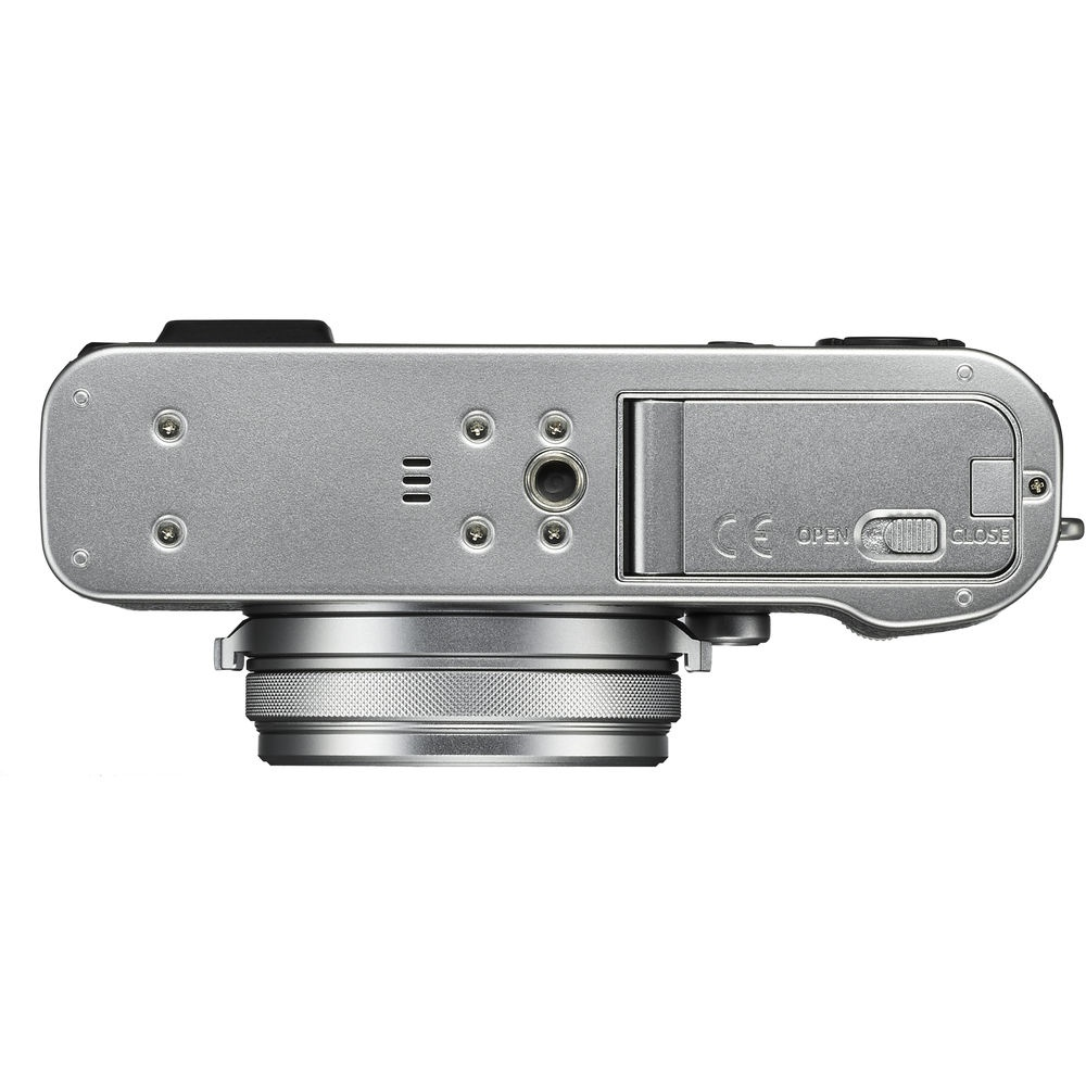 The battery chamber and SD memory card slot are acessed through the bottom of the camera.