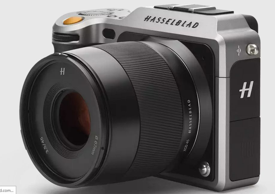 Hasselblad says the X1D is about the size of a small medium-format rangefinder.