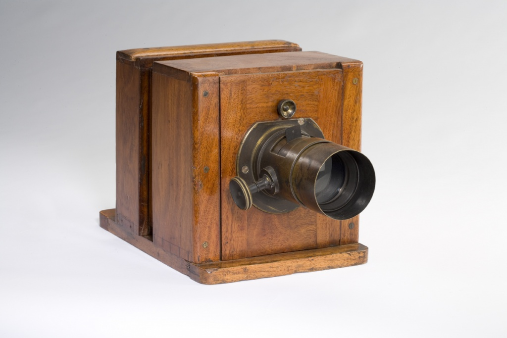 The Lewis wet-plate camera was used by photographers during the mid-1800s.