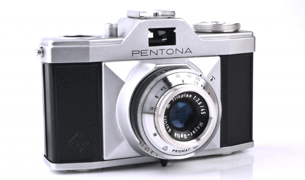 The Pentacon Pentona and Pentona II have a f/3.5 Meyer-Optik-Goerlitz Trioplan.