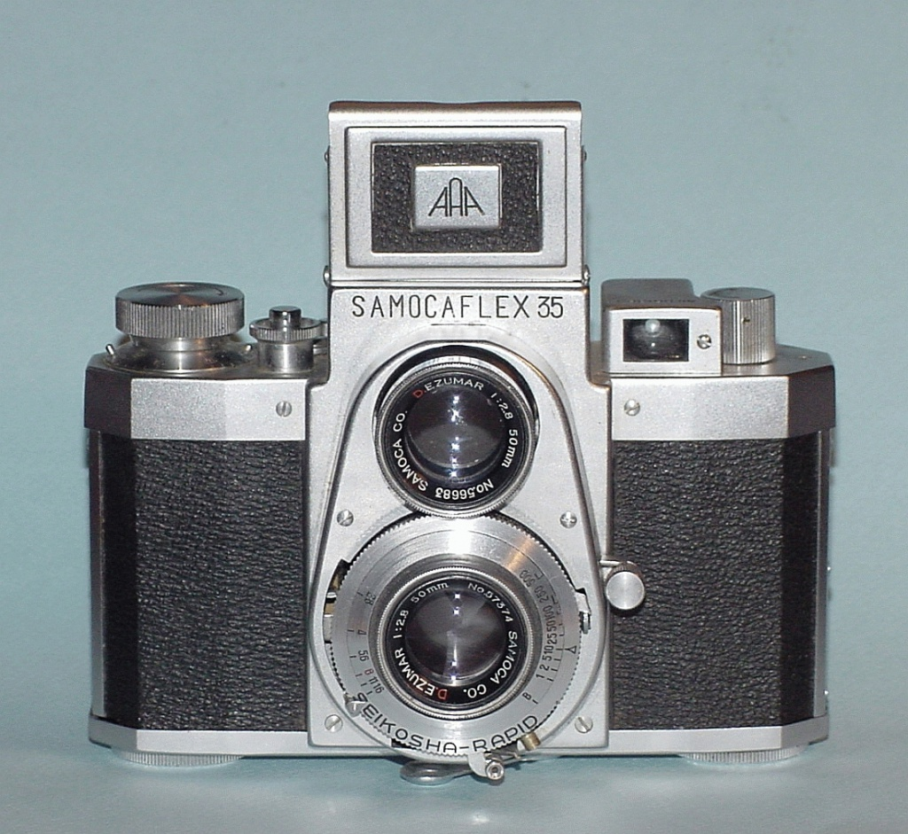 Apparently, the Bolsey C-22 wasn't enough, because Samoca brought back the design in the 1960s,also adding another viewfinder. Its inclusion didn't make sense on the Bolsey, and it doesn't make sense here.