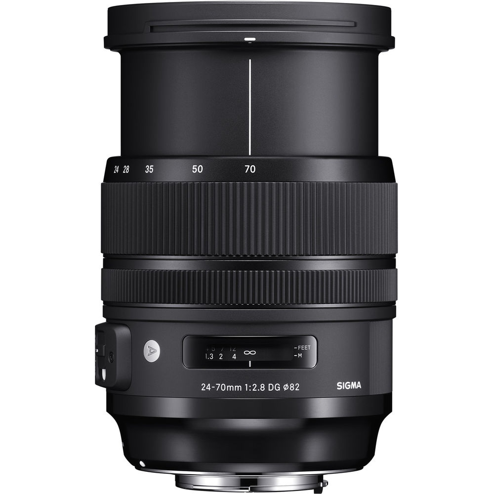 The Sigma 24-70mm f/2.8 DG HSM OS Art zoomed out to 70mm.