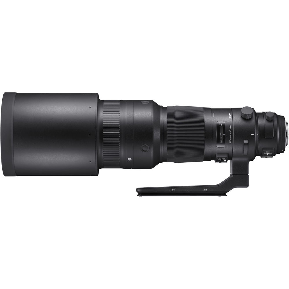 The Sigma 500mm f/4.0 DG OS HSM comes with the lens shade and tripod collar.