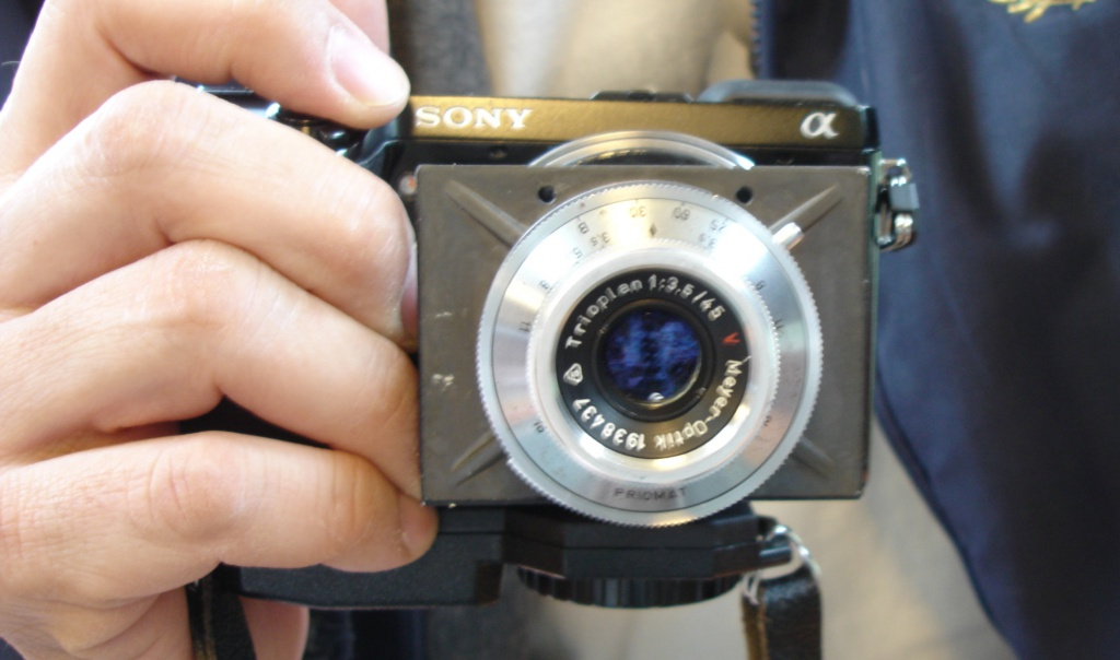 The lens panel can make it difficult to hold the camera.