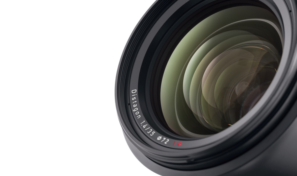 The lens elements of the Zeiss Milvus f/1.4 35mm benefit from Zeiss' T* coating.